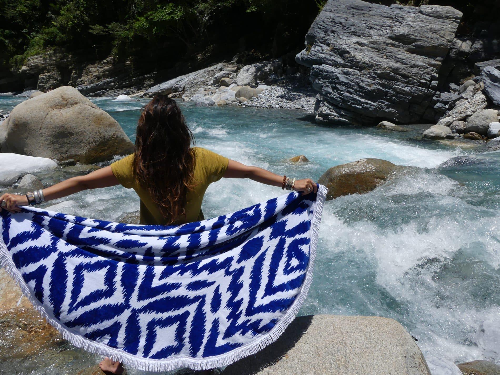 Mademoiselle voyage-serviette ethnique les Antillaises